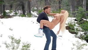 Fantasy outdoor winter porn with Luna Star
